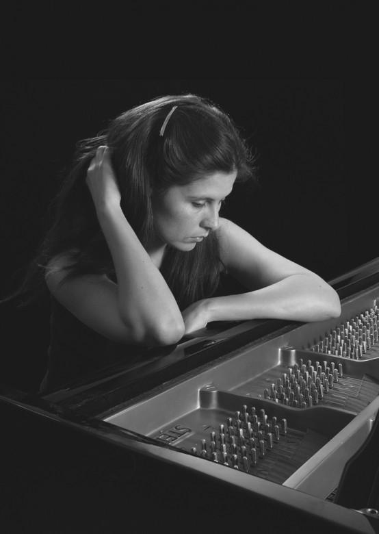 E – A-MV into piano at 72 orig © John Batten Photography